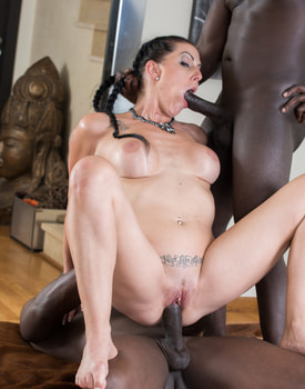 MILF Texas Patti Enjoys in her First Interracial DP-8